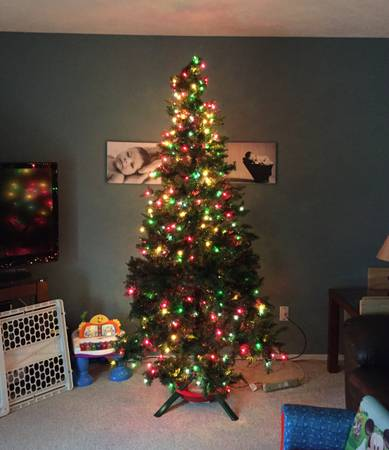 best of craigslist: AWFUL 7.5 ft Pre-Lit Christmas Tree